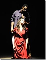 Don José (Noah Stewart) and Carmen (Sandra Piques Eddy) in Chicago Opera Theater's production of La Tragédie de Carmen.