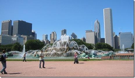 chicago-fountain-skyline