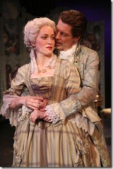 vert Mme Merteuil (Rebecca Spence)_Valmont (Nick Sandys)